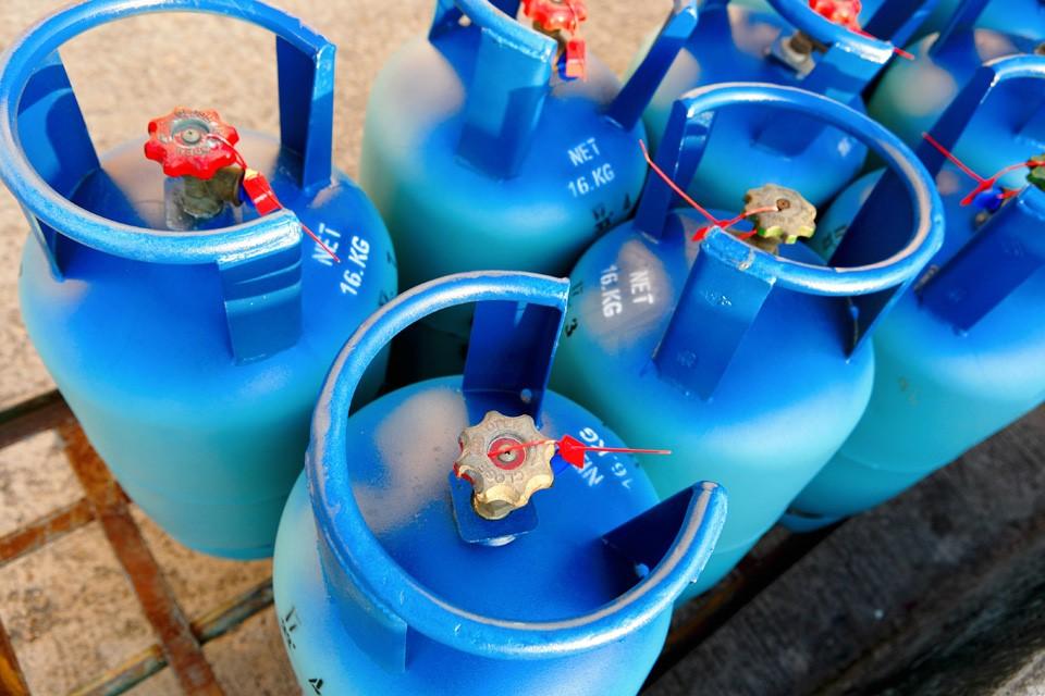 Propane cylinder handling